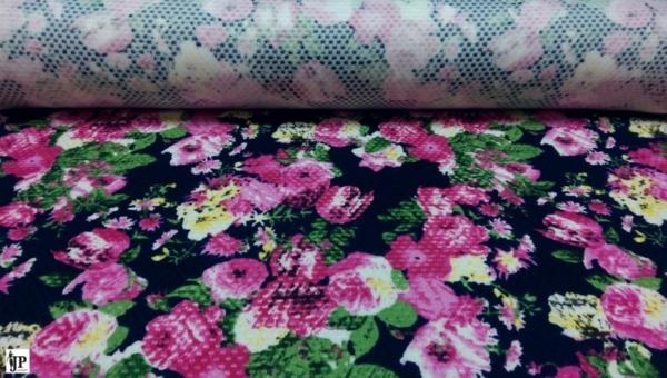 Pique mit Blumen Muster